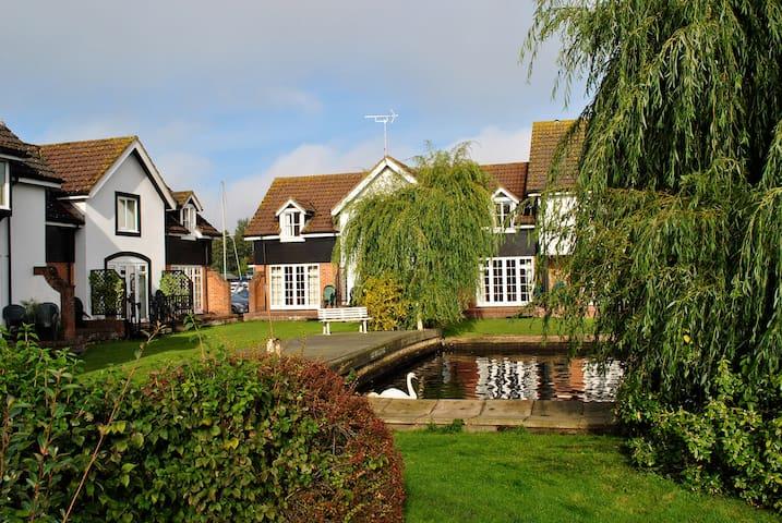 Waterside Cottage in Wroxham