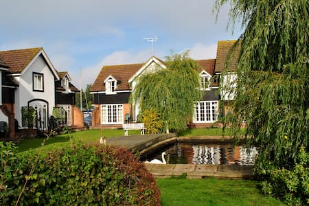 Waterside Cottage in Wroxham