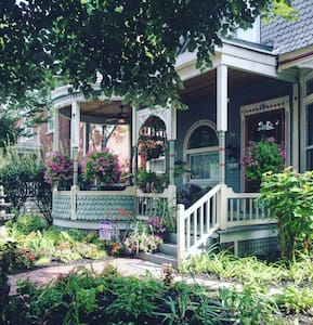 Garnet House B&B - Dayton