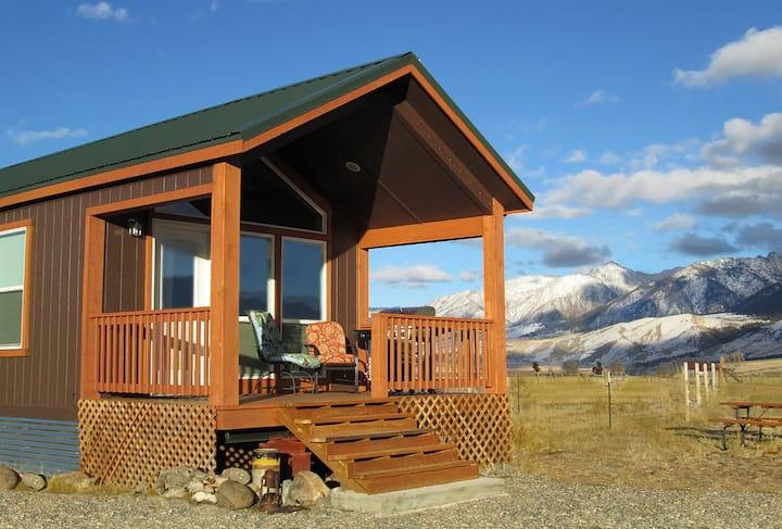 Cozy Cabin near Yellowstone Park&Chico Hot Springs