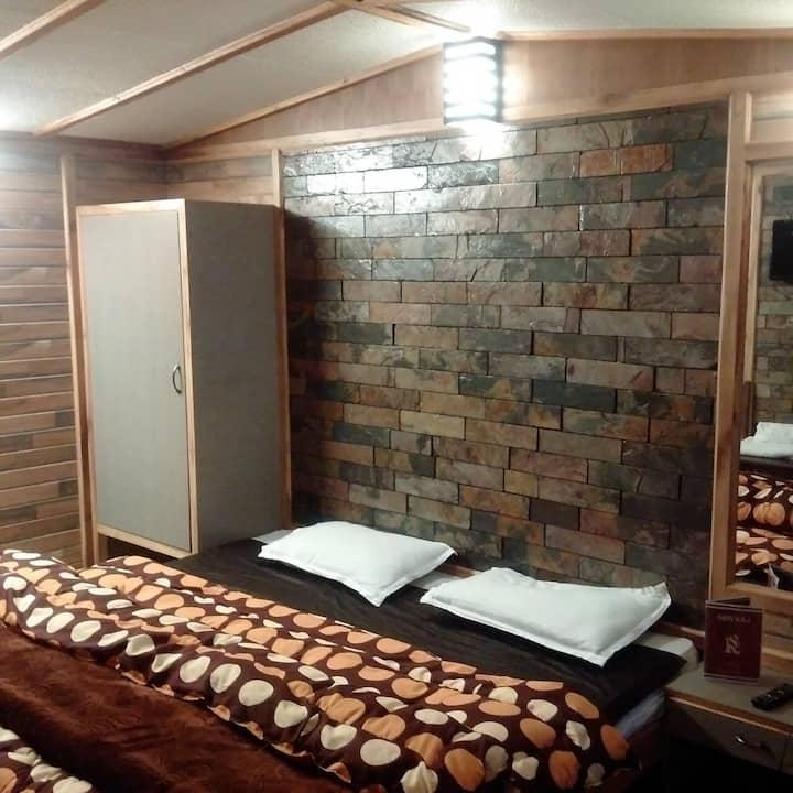 Rooms on the Mall Road, Nainital...