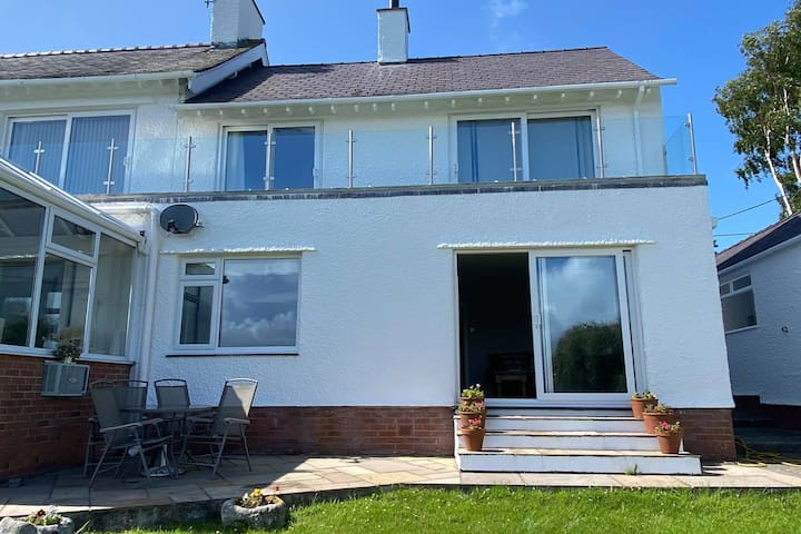 Ground Floor Apartment on the Menai Straits