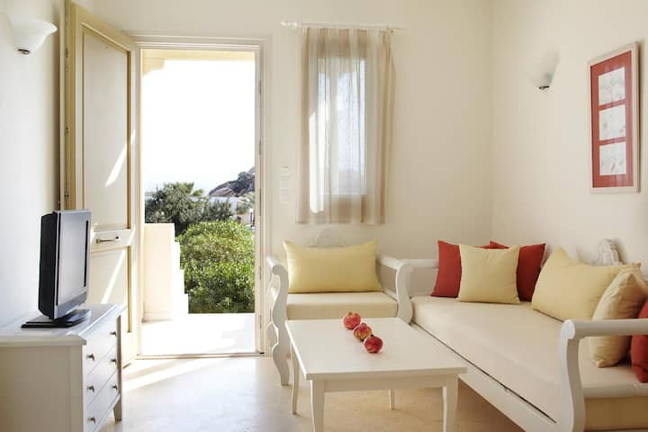 Two bedroom villa, one bath, sea view, breakfast