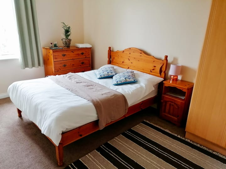 Beautiful Double Suite(15 mins walk to tow centre)