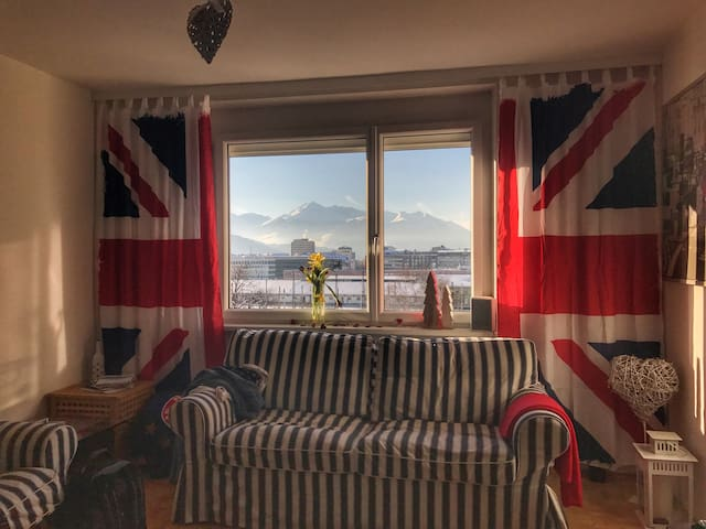 Private Room in a Central Aprt. with perfect view - Innsbruck - Leilighet
