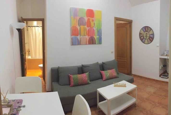 Cozy & central flat 35 m2 next to ROYAL PALACE
