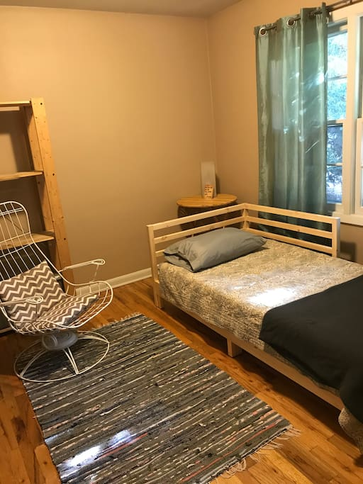 guest bedroom - twin daybed