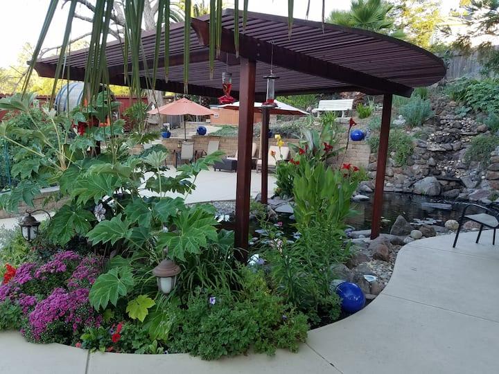 Tropical Gardens, Koi Pond, Hot Tub, Private Room1