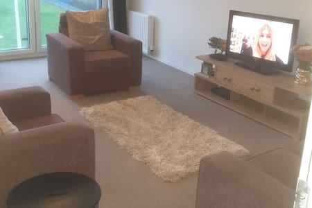 Spacious 2 bed  (whole flat) in a fab location.