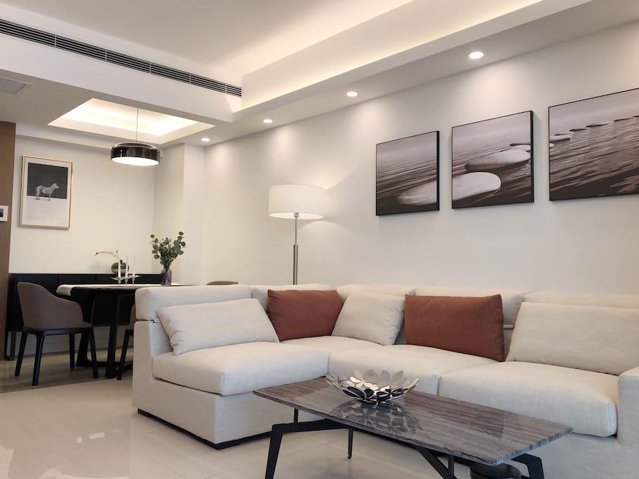房东很讲究,装修都用的好东西,整个照明系统也重新设计装修过