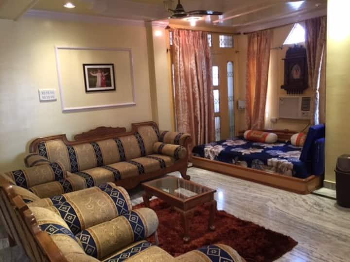 Private Spacious room, on Separate floor