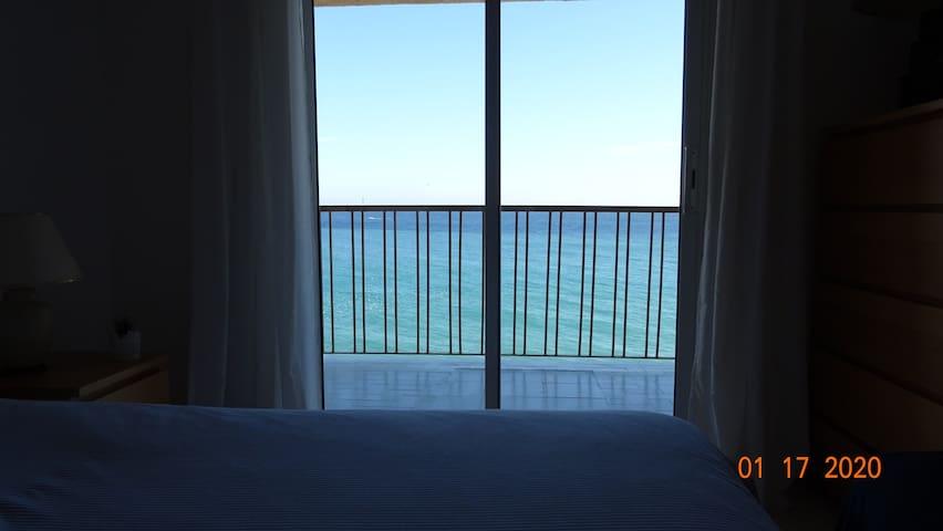 Apartamento junto al mar y espectaculares vistas