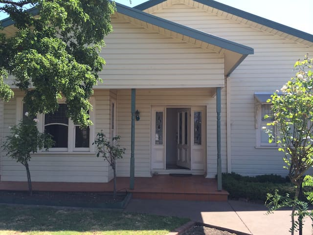 2 bed house with a pool - North Geelong