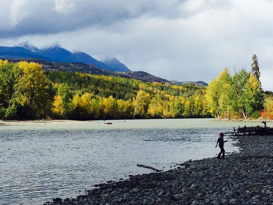 Three minute drive to the Bulkley River boat launch.
