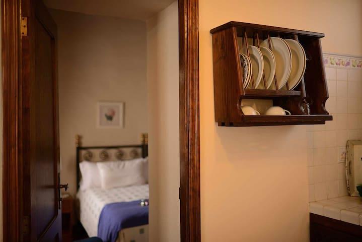 Villa I dormitorio privada con piscina climatizada. Cocina equipada con todo lo necesario, dormitorio con dos camas individuales.