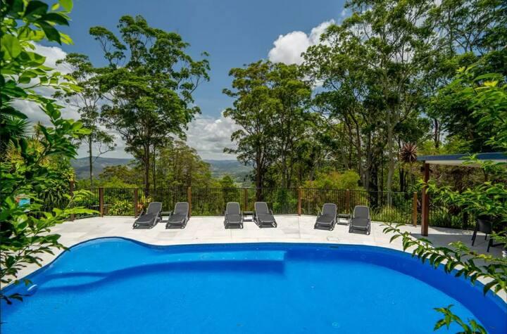 ❤Boutique Grandview, sauna, pool, views and wine❤