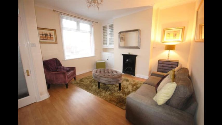 Holme Terrace - 2 bedroom terraced entire house