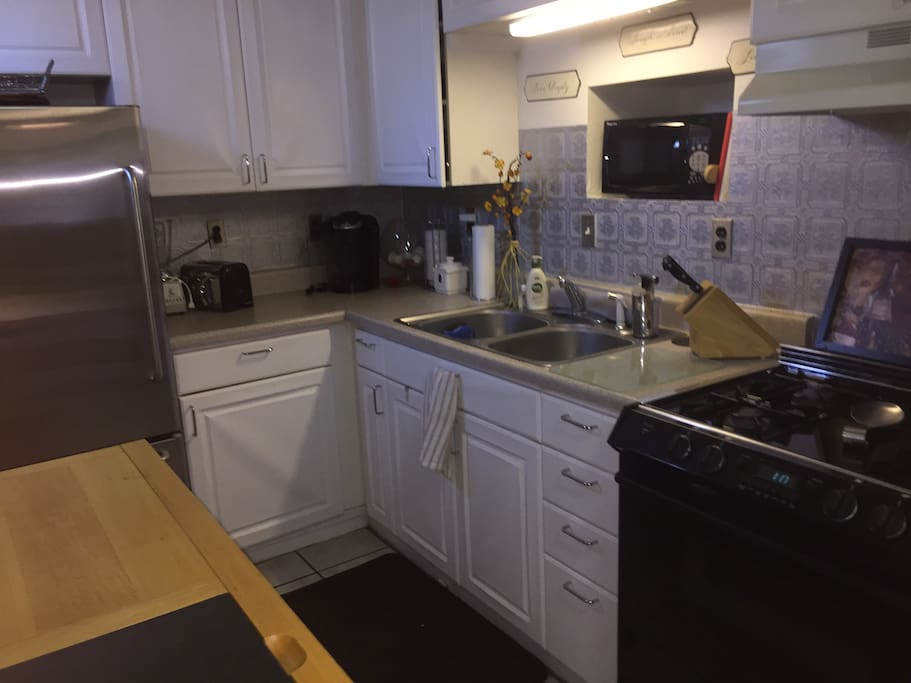 Full-service kitchen with Keurig and microwave!!