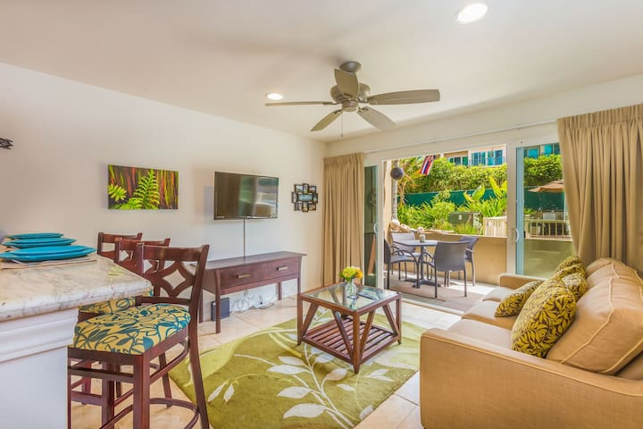 Oceanfront Kapaa Condo w/Pool, Full Kitchen & A/C!