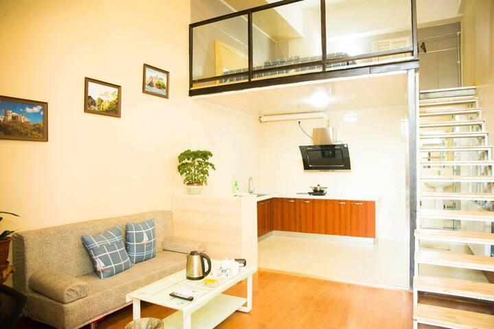 2号青岛崂山区石老人极地海洋世界雕塑园地铁二号线独立loft公寓