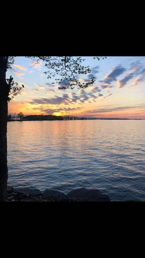 Cabin steps away from the beach on Lake Champlain!