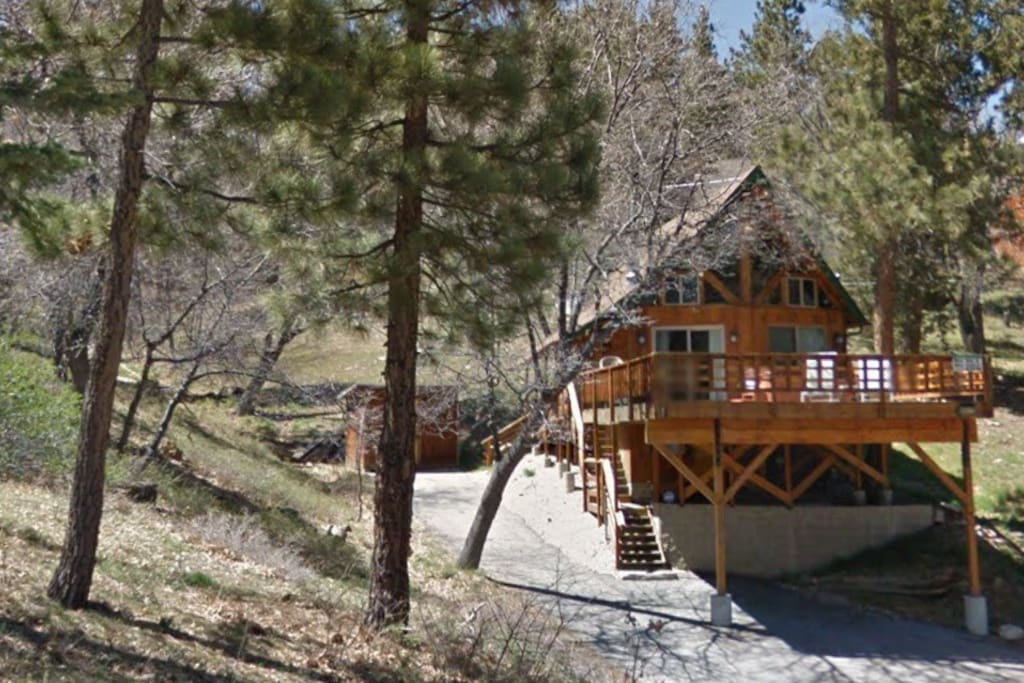 The Treehouse at Bear Mountain Resort - Plenty of room to play and sled in winter