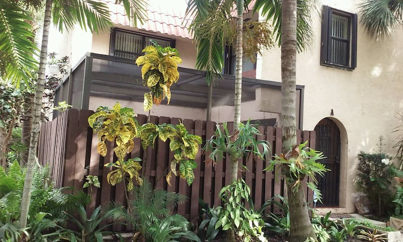 Bright and Spacious Townhouse. - Greenacres - Adosado