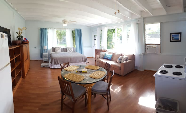 Waimanalo Beach Cottage Sleeps 4