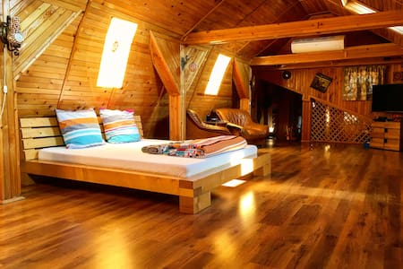 Wooden Attic Suite - Brașov