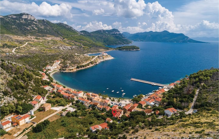 Stunning home in Trstenik with WiFi and 2 Bedrooms