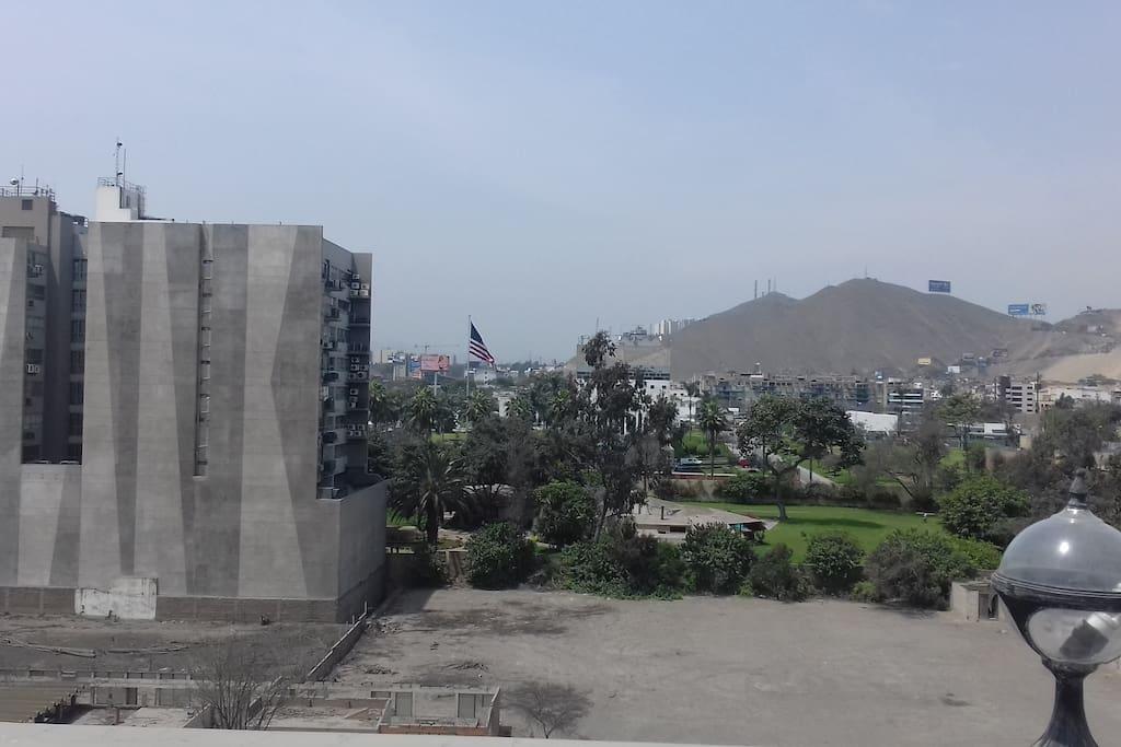 Frente a la embajada de EEUU