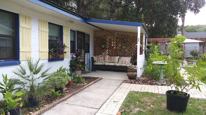 The Three Sisters Manatee, Private 2 Bdrm Apt.