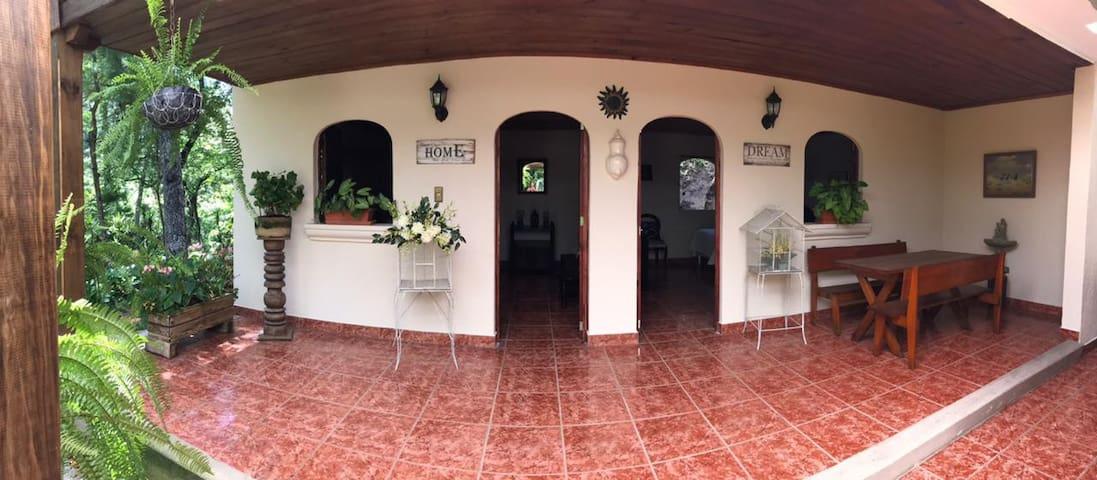 Casa de campo Las Dalias