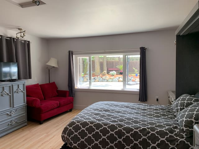 Separate entrance with private bedroom/bathroom