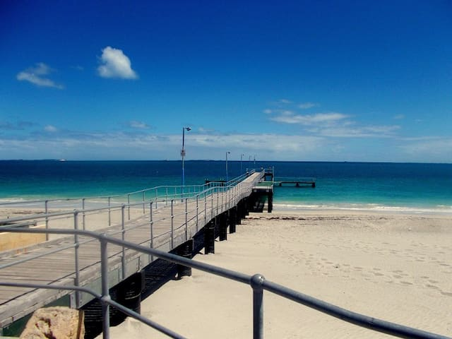 Mins to Fremantle, Beach & Park - Hamilton Hill - Huis