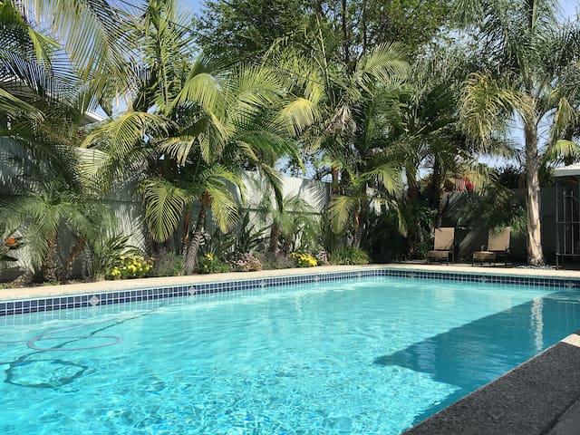 Luxury 4 bedrm 3.5 bath Resort, Pool/Hot Tub/Games