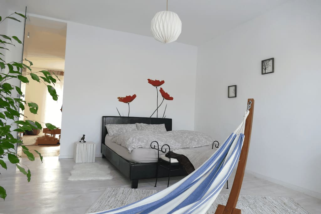 Bedroom with approximately Queen size bed (1,60x2,00m, with two seperate matresses) and an all-year-round-summer-feeling-hammock!