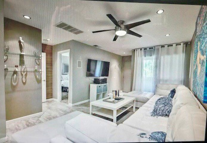 Cozy Condo in Palm Springs waiting for YOU!