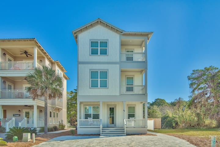 Walk to the Beach/Gulf Place! Perfect for Families! Wifi!