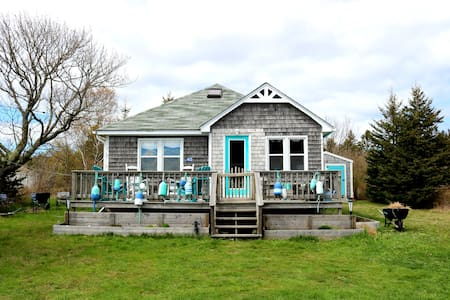 The Turquoise Door - Tranquil Seaside Retreat