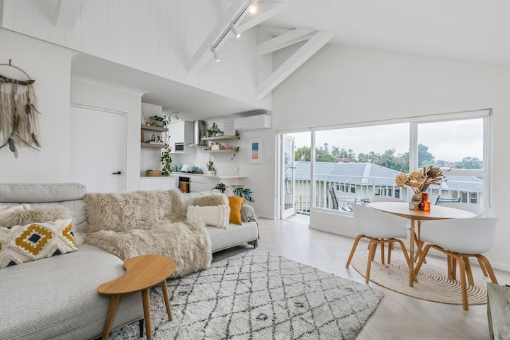 Secluded 1 Bedroom Apartment at Quiet North Manly