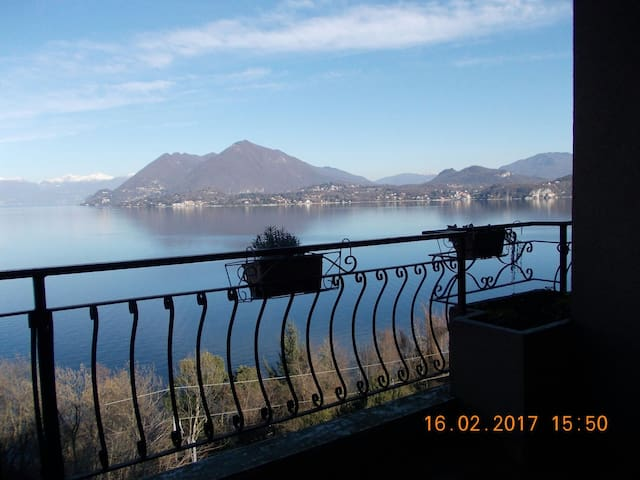 Lake Maggiore Stresa | Lake front house with pool - Stresa - Квартира