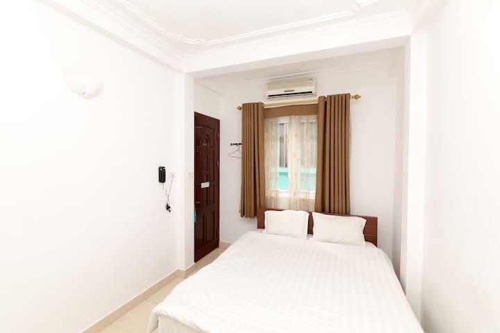 Bluebell Hotel Cheap Double Room - Hoan Kiem - Bed & Breakfast