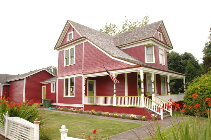 Victorian Sands Studio 1 Mile Drive from Ocean - Warrenton - Byt