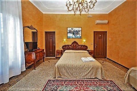 Dreamlike Garden room center Venice