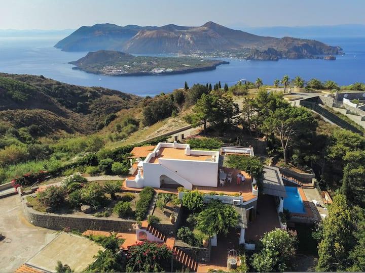 Villa with stunning view & Pool, facing vulcano
