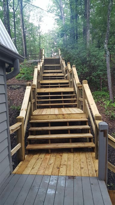 Steps from the parking area down to the cabin