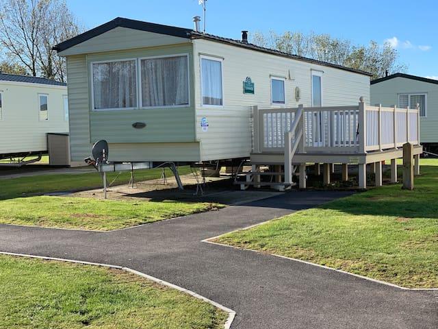 Katy's Haven Caravan lake views & seaside