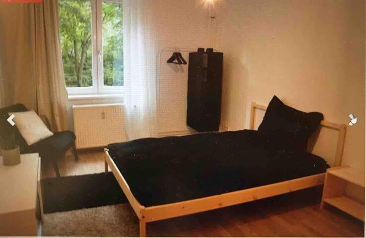 2 Zimmer in sympathischer WG Wohnung, Prenzl. Berg