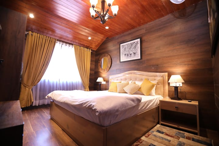LOG HOUSE | Mall Road Mussoorie - By HindustanBnB